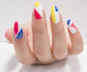 """""""DIY Graphic Manicure"""" - Passo 4"""