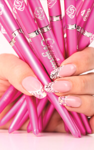A Crystal Nails também dá formações em nail art